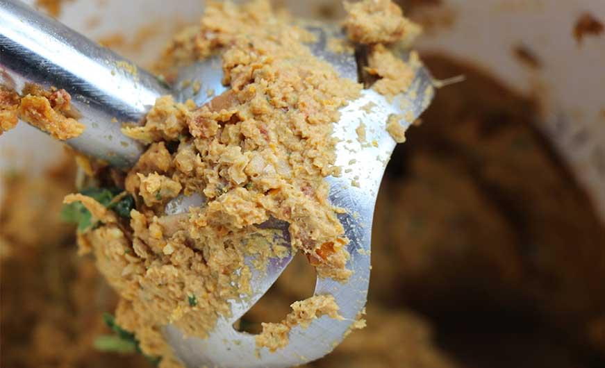 alle Zutaten des Brotauchstrichs werden zerkleinert