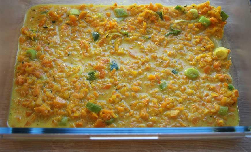Lasagne schichten in Auflaufform aus Glas