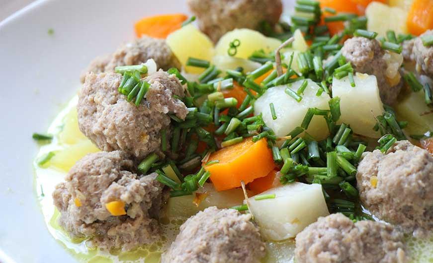 Eintopf mit Karotte Kohlrabi Kartoffel und Schnittlauch