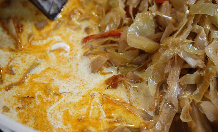 Sahne zu Weißkohl mit Paprika