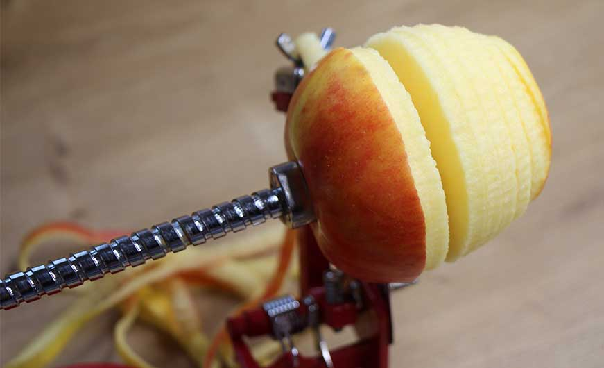 Apfelspriralschneider in aktion