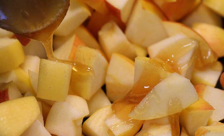 karamelisierte Apfelwürfel mit Honig