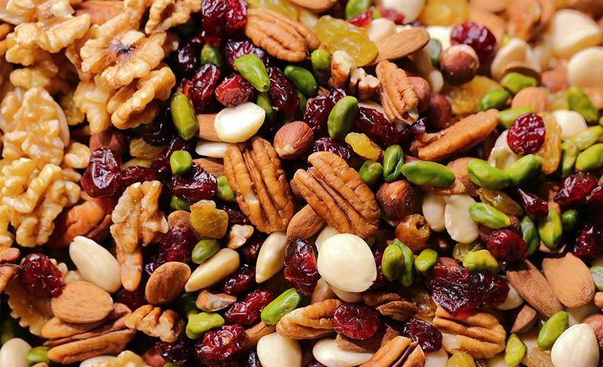 verschiedene nuesse z.B. pistazie, mandel, pekanuss