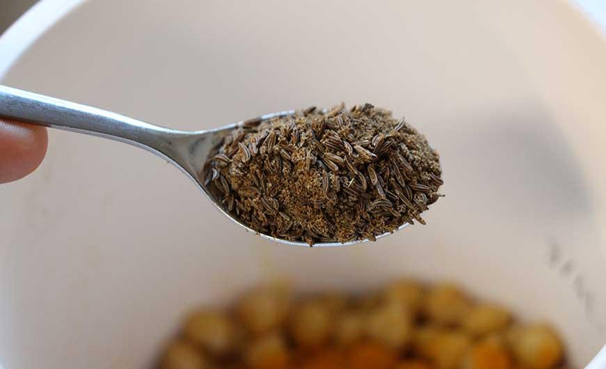Kümmel Pulver und ganze Samen