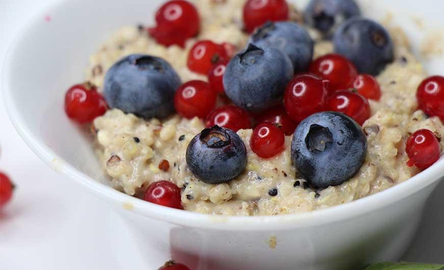 beerenporridge mit quinoa